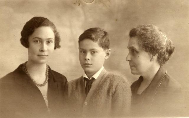 Андрей Блум с мамой и бабушкой